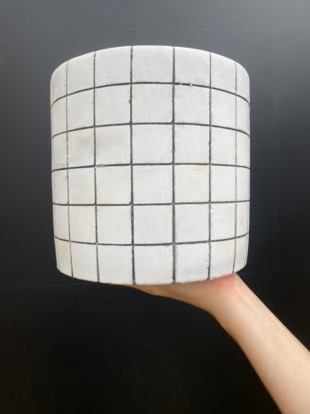 Cachepo branco em cimento