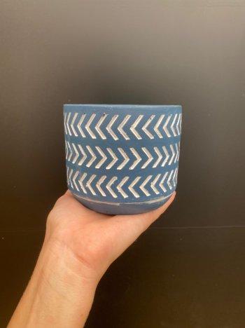 Cachepo azul em cimento