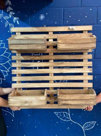 Painel madeira 1,0x1,0 c/4 floreiras